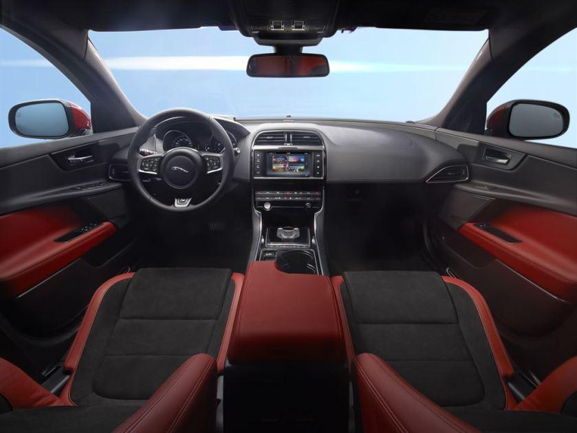 2017-jaguar-xe-2